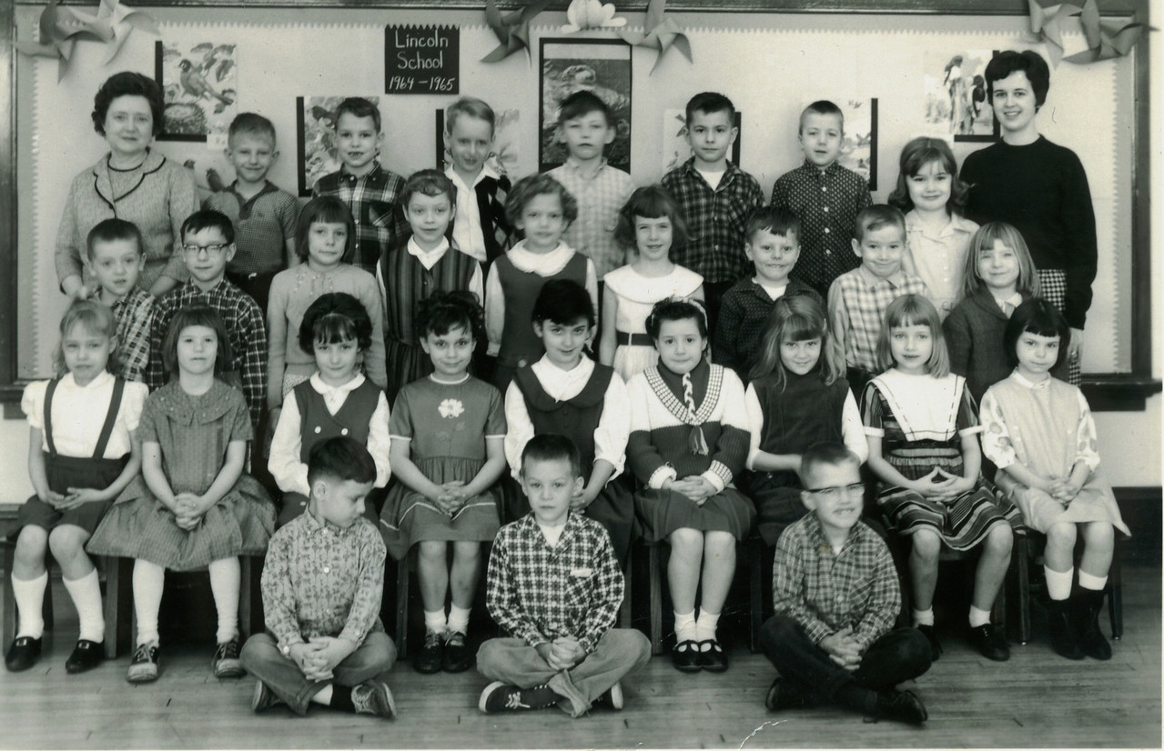 Top Row: Mrs Sickman (Principle), Terry Gillman, Danny Parsons, Greg, Bobby Jewsbury, unk, Walter Dotson, Candy Reed, Ms. Shepherd<br /> Row 2: David Patterson, David Woller, unk, Penny Clark (or Patty Lemmons, unk, unk, Russell Hall, unk, Ellen Deem<br /> Row 3: Robin Fisher, Cathy Hutton, Jill Hughes, Terri Smith, Debra Bolamos, Connie Jones, Tracy Sanders, Carol Rawlins, Sandy Barton Rowe<br /> Bottom row (seated on floor): Steve Davis, Scott McBride (Funtz), Ricky Pirtle