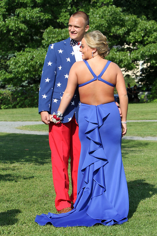 . Lowell High pre-prom gathering at Fort Hill Park. (SUN/Julia Malakie)