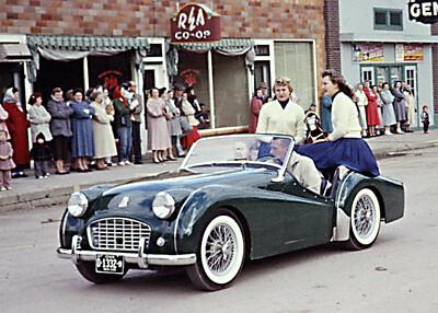 1957-10-19 - H'coming - Linda Klingensmith & Jeannine Wink