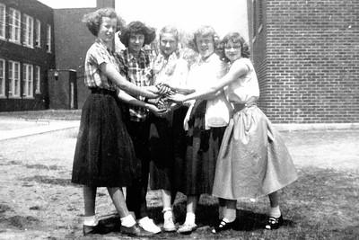 1957-xx - Girl friends