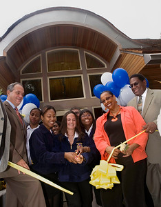 Soun School students and local officials cut the ribbon on the newly renovated Pardee Greenhouse, Thursday September 27, 2007.  L-R:  NH mayor John DeStefano, senior Johnisha LaFrazier, senior Alicia Anania, junior Medina Carlton, State Rep Toni walker and NH Superintendant Reggie Mayo.