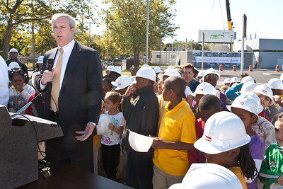 Wil Clark of the NHPS speaks during a press event for the installation of Roberto Clemente's fuel cell.
