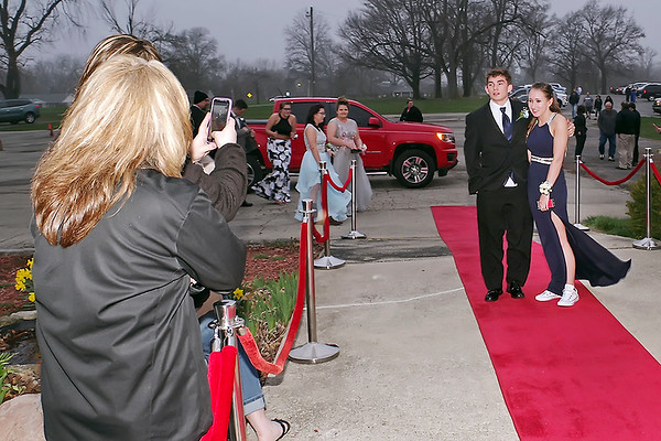 Mark Maynard | for The Herald Bulletin<br /> Arriving at the Shenandoah High School Prom, this couple poses for a photograph on the red carpet.