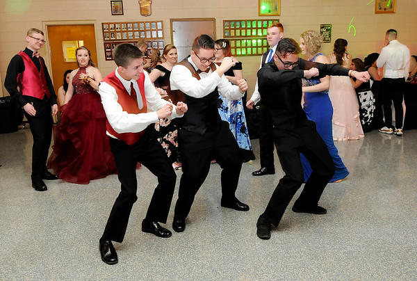 Don Knight   The Herald Bulletin<br /> Gatsby Gala was the theme for Elwood's prom at the Elks on Saturday.
