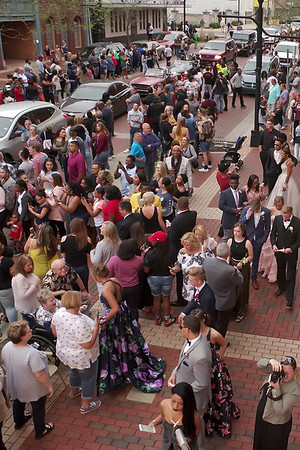 Mark Maynard | for The Herald Bulletin<br /> As the crowd looks on, a long line of vehicles wait to deliver Anderson High School Prom goers to the Paramount Theatre.