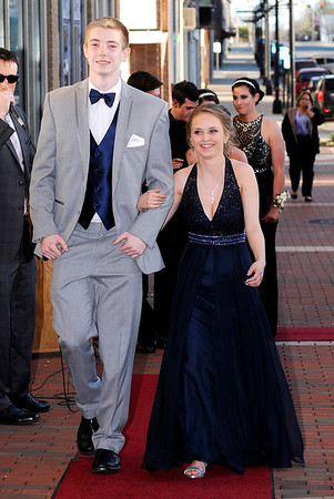 Don Knight | The Herald Bulletin<br /> Students arrive at the Paramount for Daleville's prom on Saturday.
