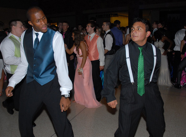 """Markeith Bonner and Luis Ramirez dance to """"Bring It Back"""""""