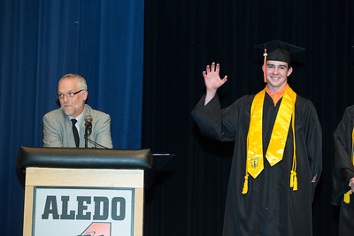 "Valedictorian Cody Bradford shows the ""SicEm"" Baylor Bear sign."