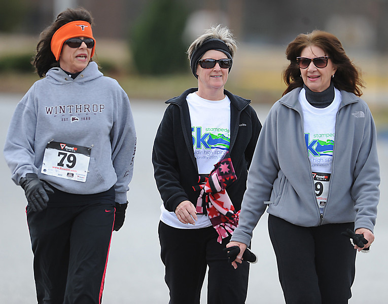 Runners hit the streets of Mauldin Saturday for Mauldin High School's annual Spirit Week 5K, Stampede for Harbor,  which this year benefits Safe Harbor.<br /> GWINN DAVIS PHOTOS<br /> gwinndavisphotos.com (website)<br /> (864) 915-0411 (cell)<br /> gwinndavis@gmail.com  (e-mail) <br /> Gwinn Davis (FaceBook)