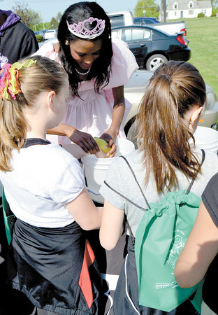 "Mary Grzebieniak/NEWS<br /> These girls got temporary tattoos with the help of a princess.  ""Princess"" Shantelle Scott is with the Lawrence County Community Action Partnership which publicized their food program at the event."