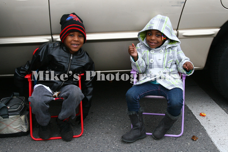 Jaylan Jackson, 4, and Calah Slan, 3, ready for the parade to start