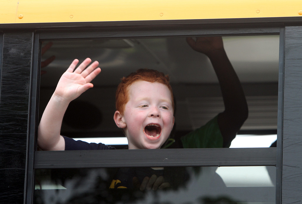 . Last day of school at Vining Elementary School before it closes. Shane O\'Brien, who just finished kindergarden, waves as the bus leaves. (SUN/Julia Malakie)