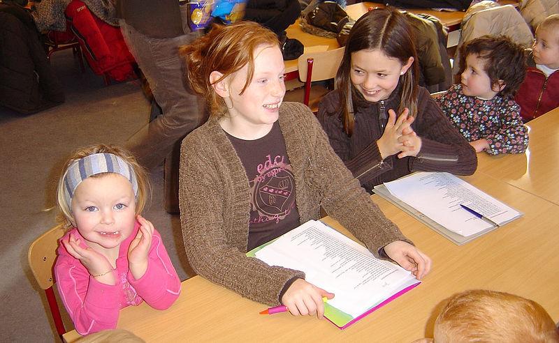 Deze gote meisjes wachten ook vol spanning op de verrassingen voor Jade haar verjaardag.