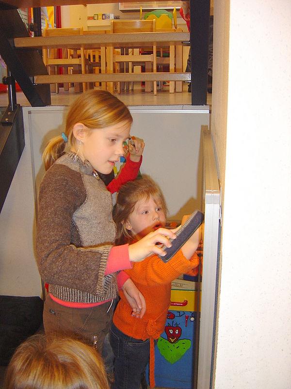 Ook 'juffrouw' Yentl leert samen met onze kleuters.