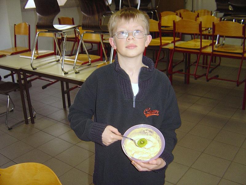 Tom trakteerde met een mascarponedessert met fruit uit Italië.