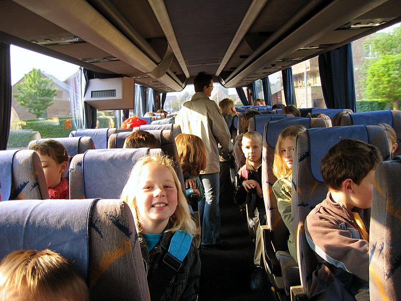 Allemaal de bus in en op weg naar ... Averegten !
