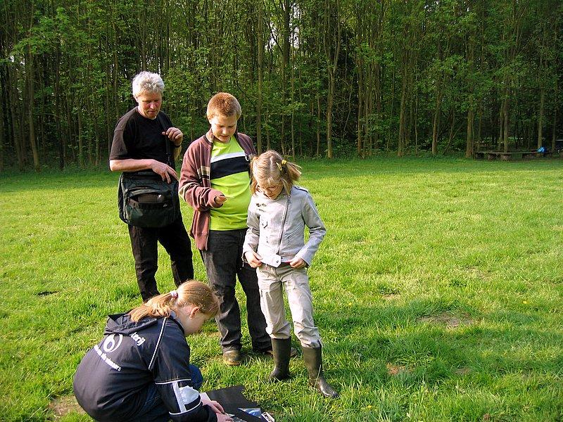Emilie en Sam controleren... Doet Hanne het wel goed?