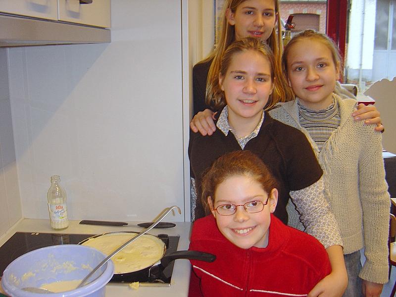 Lekkere bananenpannenkoeken geurden door het gebouw dankzij deze vier keukenprinsessen.