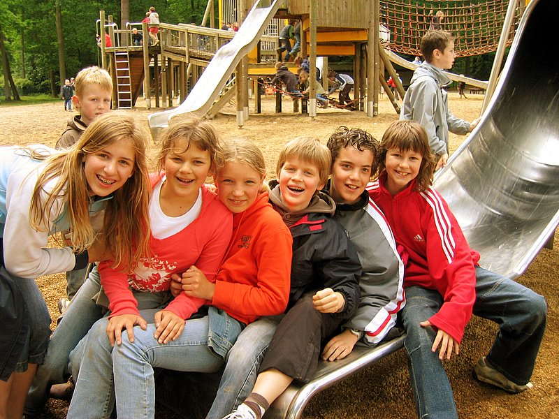 De coole gasten van het zesde leerjaar.<br /> Waarom zouden wij te groot zijn voor een speeltuin?