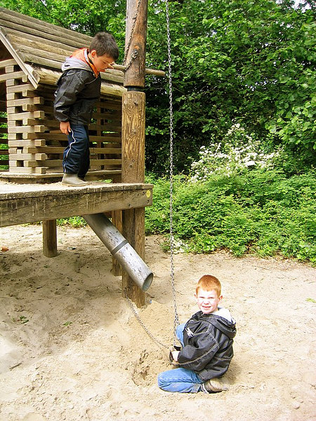 Na de middag werd het weer gelukkig wat droger en kon er gespeeld worden in de speeltuin.