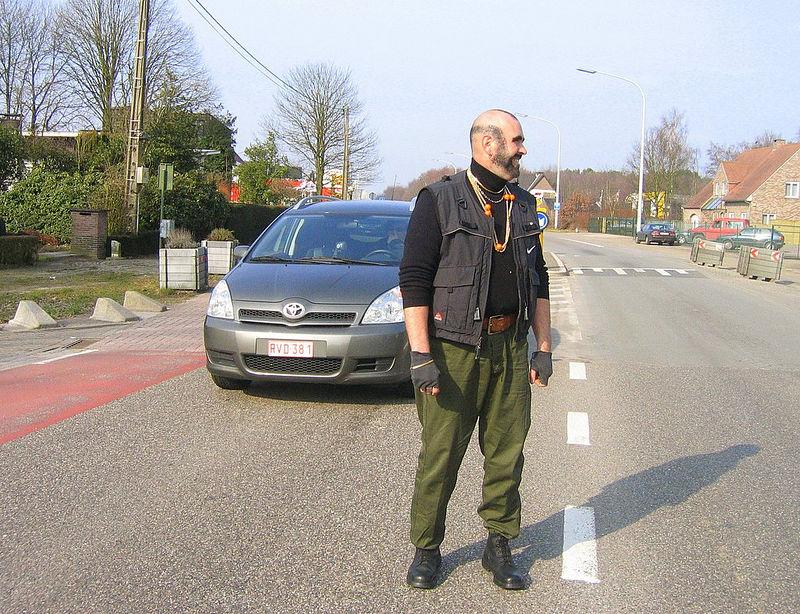 Niet alleen de politie hielp ons veilig de Koning Boudewijnlaan oversteken.