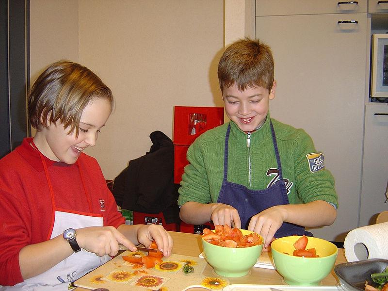 In het thema: 'Eet je fit!' leerden de leerlingen van het vierde leerjaar hoe ze een gezond tussendoortje moesten bereiden.