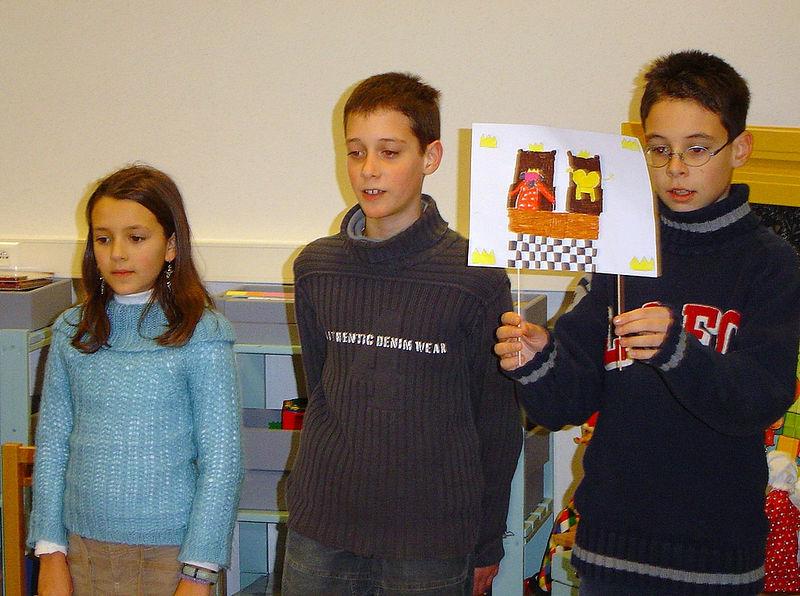 Bij juf Inge leerden de leerlingen van het vierde leerjaar een mooi gedicht over een koningspaar en een kameel.