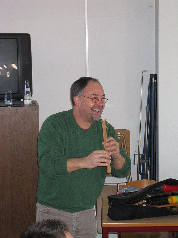 Peter Vervloed is een auteur, onderwijzer, muzikant, ...