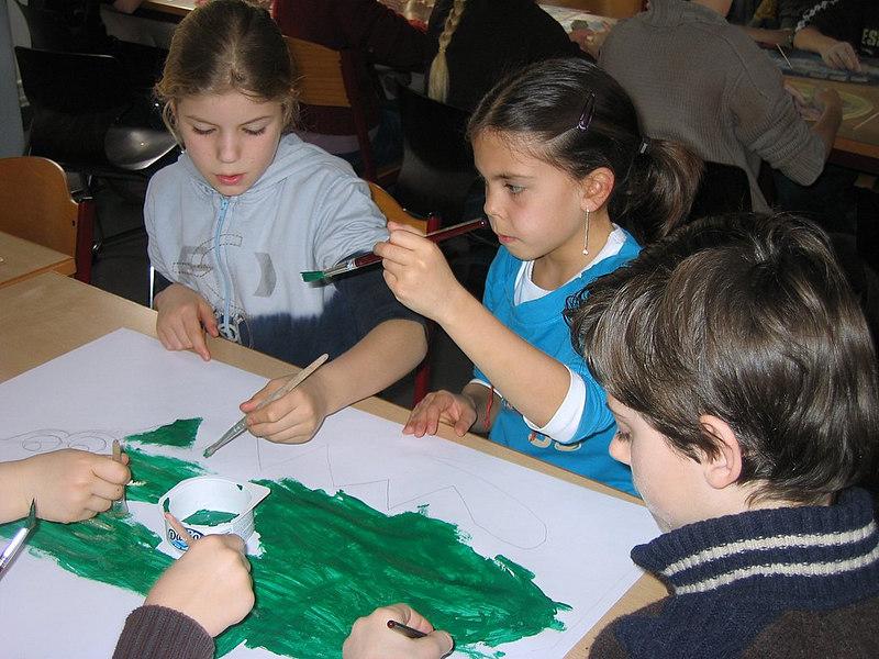 Andere leerlingen maakten een 'krokodillenspelbord'.<br /> Later zouden we dat spelbord in de klassen gebruiken om een leuk strategiespelletje te spelen.