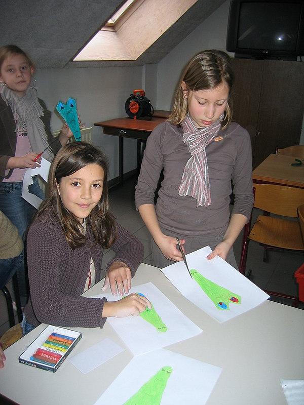 Bij onze juf Ellen haalden de kinderen het idee om een handkrokdil te knutselen.