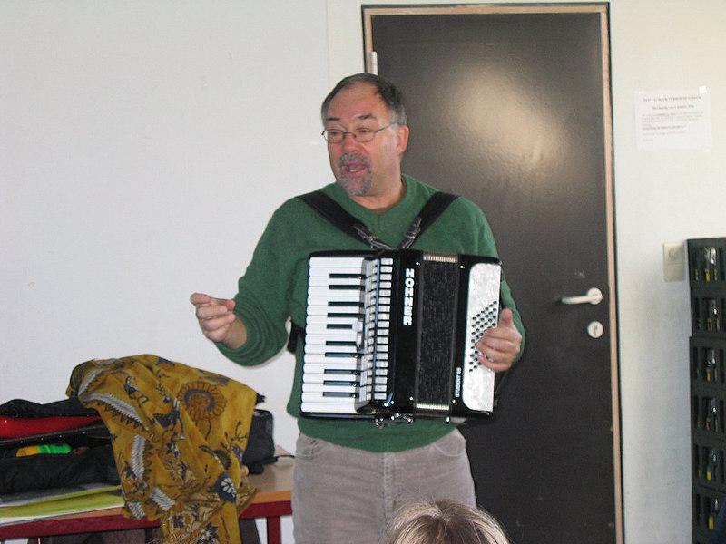 Ja, hij speelde zelfs accordeon!