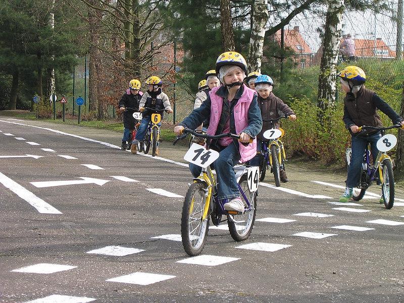Veilig oversteken met de fiets.