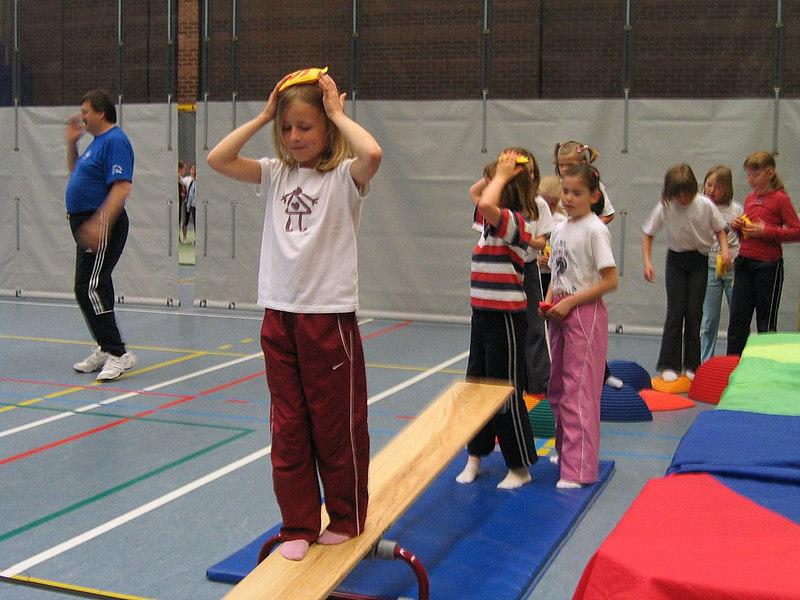 Evenwichtsoefeningen van de Olense volleybalclub.