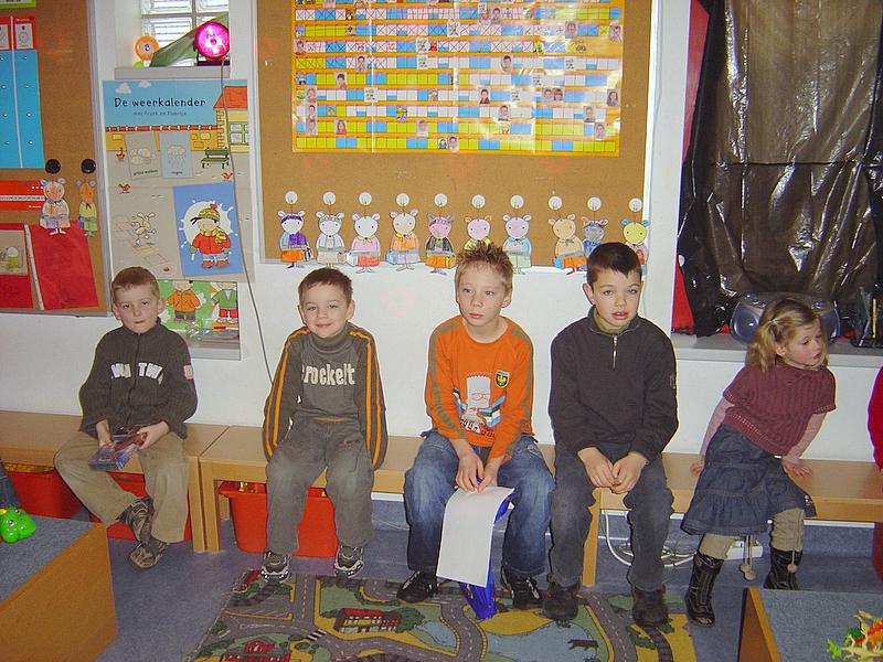 In februari zijn de leerlingen van het vierde leerjaar in de kleuterschool gaan observeren.<br /> Daarna hebben ze met hun groep de koppen bij elkaar gestoken om een activiteit uit te werken voor onze kleuters.