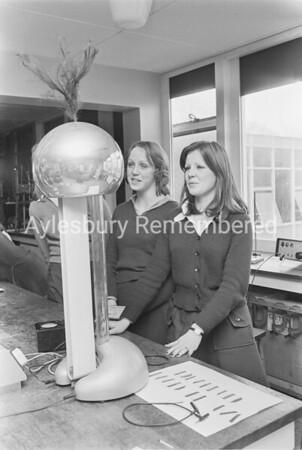 Science class at Aylesbury High School, Feb 1975