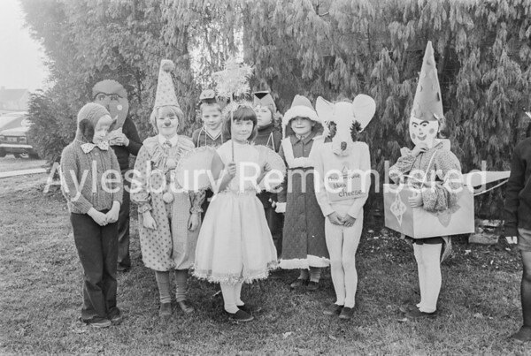 Bedgrove County Infant School play, Dec 1975