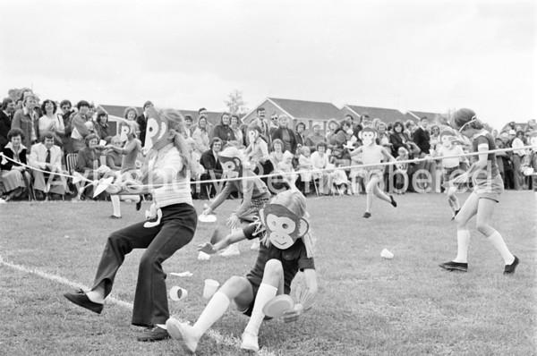 Bedgrove County Infant School sports, June 1978