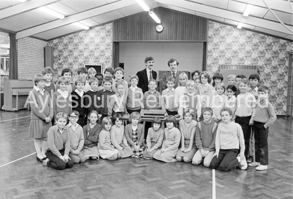 Video recorder presentation at Bedgrove CJ School, Nov 1984