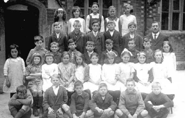 <font size=3><u> - Group - 1920 - </u></font> (BS0105)  Older.  When did the girls last wear smocks to school?  Mid 20s?