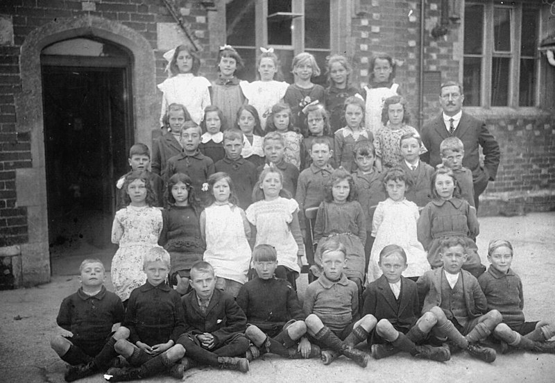 <font size=3><u> - Group - 1900 - </u></font> (BS0104)  1890s?  Was Mr Bull the master?  Alice Beale may have given the photo – or the school may have given it?   Back copies of school diary are in Oxford archives.