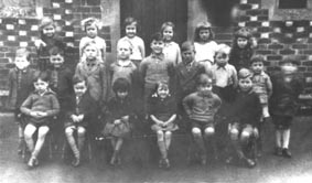 <font size=3><u> - School Group - 1940s - </u></font> (BS0208)  Is it Jill Gurney in middle of front row – or Cath Mitchell?  About 1940.