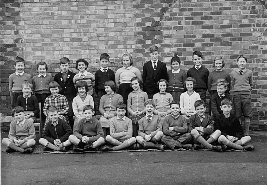 <font size=3><u> - School Group - </u></font> (BS0280)  David Lane in that again.  Has photo.  He knows nearly all in the photo.