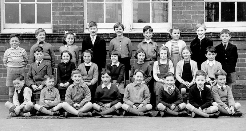 <font size=3><u> - School Group - </u></font> (BS0269) Top row 4th from right is Michael Coggins (b.1948) estimated date of photo 1955/6