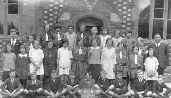 <font size=3><u> - School Photo - 1924 - </u></font> (BS0123)  Benson Group 1 on the board at front of photo.