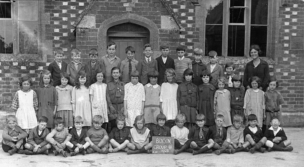 <font size=3><u> - Group Photo - 1928 - </u></font> (BS0149)  Benson Group 3 - see below for known names