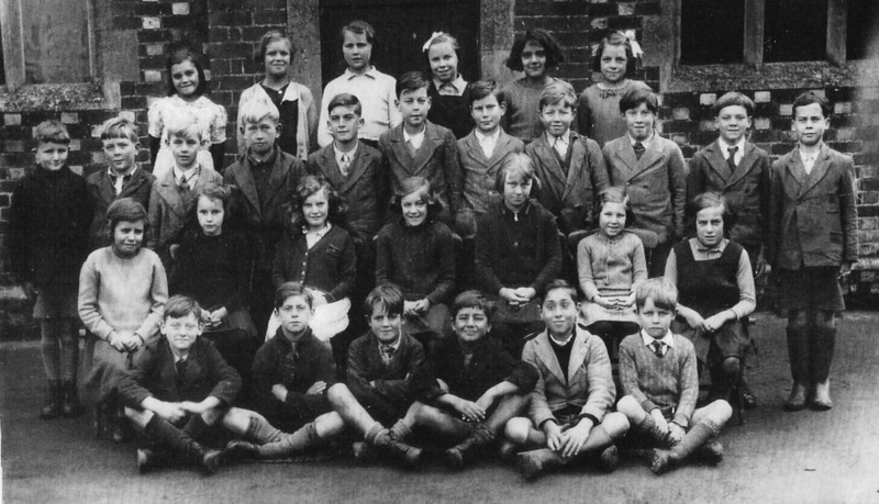 <font size=3><u> - School Group - 1939 </u></font> (BS1361) see below for names