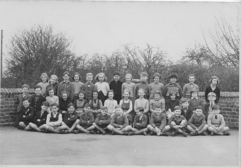 <font size=3><u> - School Group c1952 - </u></font> (BS1036)  See below for names and please let us know if you can add or correct anything