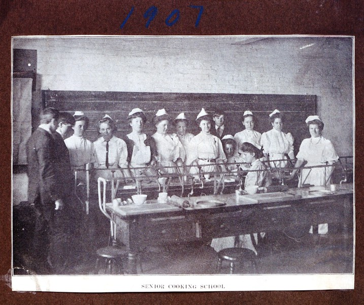 Senior Cooking School, 1907 (07215)