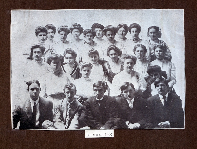 Lynchburg High School Class of 1907  (09580)