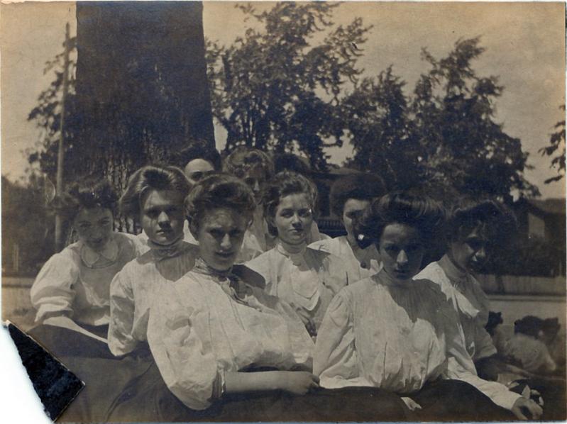 Lynchburg High School Class of 1907 Female Students  (09581)